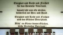 Deutschland | Text der deutschen Nationalhymne auf einer Wand
