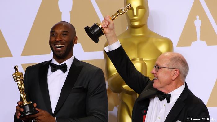 Mamba, como se le conocía popularmente, anunció su retiro con una carta titulada Querido Baloncesto en 2015. En 2017, la superestrella de la NBA, en conjunto con el animador de Disney Glen Keane ( a la derecha), convirtieron la carta en un cortometraje de animación. El video ganó un Oscar en 2018.