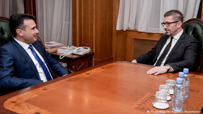 Mazedonische Premier Minister Zoran Zaev und Hristijan Mickovski
