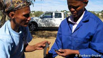 Frauen in der Fahrradwerkstatt King's Daughters in Windhoek (Foto: Barbara Gruber)