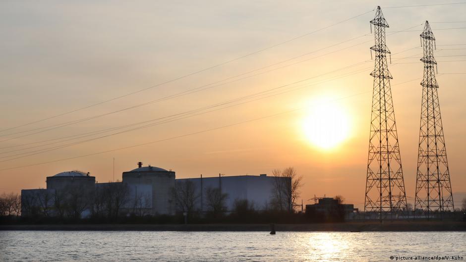 France shuts down first reactor of Fessenheim nuclear plant near German border | DW | 22.02.2020