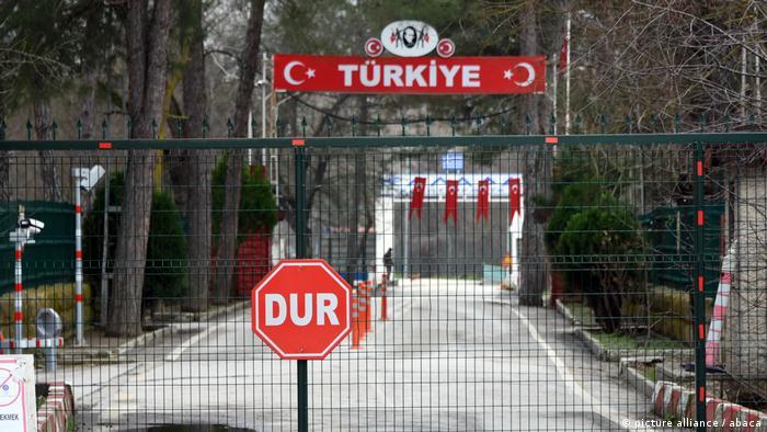 Atina Türkiye'de tutuklu askerleri için yardım istedi