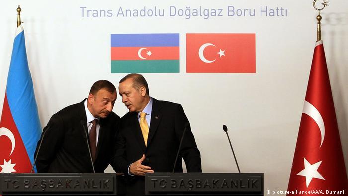 El presidente azeryanano, IIham Aliyev, y el primer ministro turco, Recep Tayyip