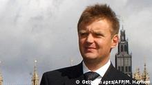 (FILES) A file picture taken 14 September 2004 shows Russian ex-spy and fierce Kremlin critic Alexander Litvinenko, after a press conference in London. The British government has evidence that the Russian state was involved in the radioactive poisoning of Litvinenko, a hearing into his death was told yesterday. A hearing ahead of a full inquest that is due to take place next year was also told that Litvinenko had been working with the Spanish secret service as well as with British intelligence AFP PHOTO/ Martyn HAYHOW (Photo credit should read MARTIN HAYHOW/AFP/Getty Images)