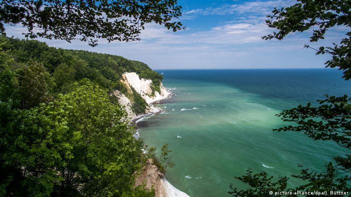Picture of the coastal chalk cliffs at Sassnitz