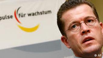 Mają powody do – umiarkowanego – optymizmu: minister gospodarki zu Guttenberg …