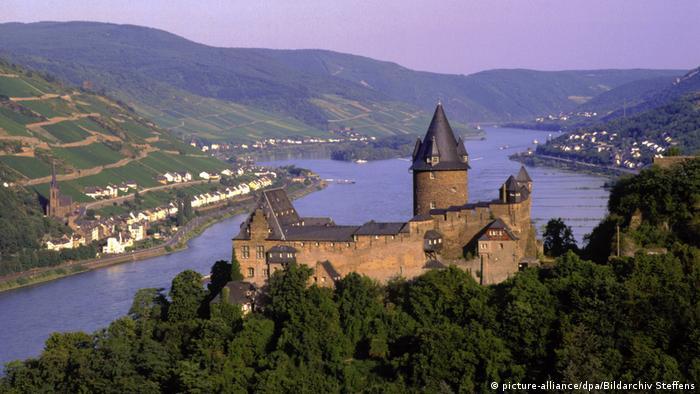 Vista do Burg Stahleck, perto da cidade de Bacharach