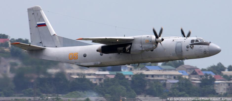 Um avião de transporte An-26, do mesmo modelo que caiu nesta terça-feira na Síria.