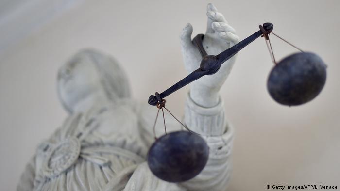 Symbolbild Frankreich Justiz (Getty Images/AFP/L. Venace)