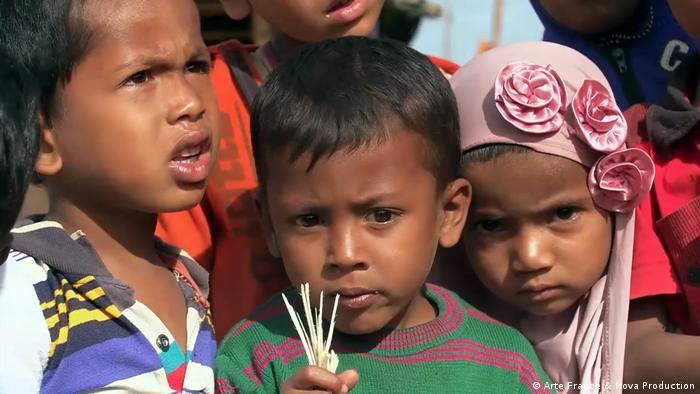 La Unión Europea (UE) ha anunciado una ayuda valorada en 5 millones de euros (5,82 millones de dólares) para los rohinyás y otras minorías étnicas en los Estados birmanos de Rakáin, Kachin y Shan. Esta segunda ayuda facilitará alojamiento, acceso a agua potable y asistencia sanitaria tanto a los rohinyás en esos Estados birmanos, en medio del monzón. (28.09.218).