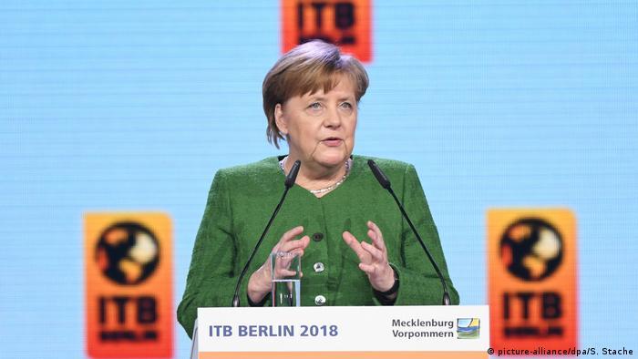 Fuarın açılış konuşmasını Merkel yaptı