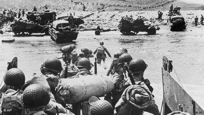 D Day American soldiers arrive to the shore