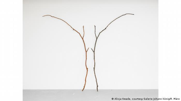 Alicja Kwade's sculpture Annahme gleicher Eigenschaften (from 2014 (Alicja Kwade, courtesy Galerie Johann König/R. März)