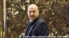 Gary Cohn, President-elect Trumps choice for head of the National Economic Council, is seen the lobby of Trump Tower in New York, NY, USA on January, 9, 2017. Credit: Albin Lohr-Jones / Pool via CNP Foto: Albin Lohr-Jones/Consolidated News Photos/Albin Lohr-Jones - Pool via CNP | Verwendung weltweit