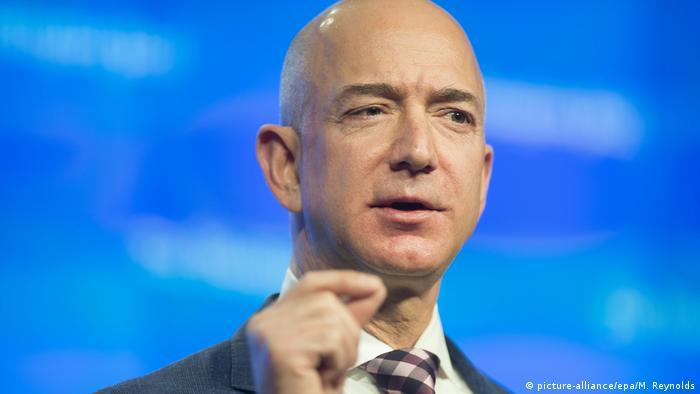 Jeff Bezos Amazon Ceo Knocks Microsoft Founder Bill Gates Off