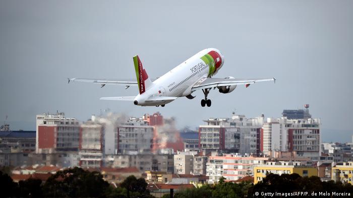 La OMS recomienda reducir los ruidos producidos por los aviones a 45 decibelios.