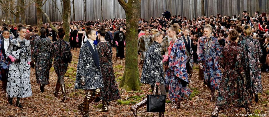 O cenário de Lagerfeld para a coleção outono-inverno
