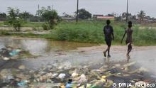 Angola   Pfützen und Müll in Luanda