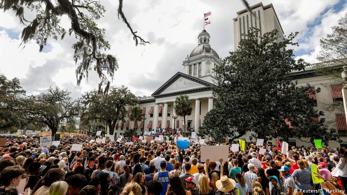 USA Florida State Capitol in Tallahassee | Demonstration für Reform des Waffenrechts (Reuters/C. Hackley)