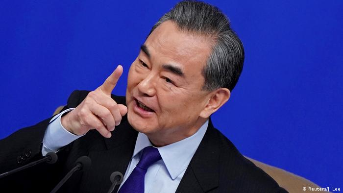 Peking PK Wang Yi Außeniminister China (Reuters/J. Lee)