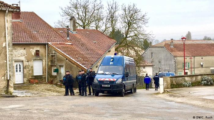 Police descend on the tiny village of Bure responding to anti-nuclear protests (DW/C. Rush)