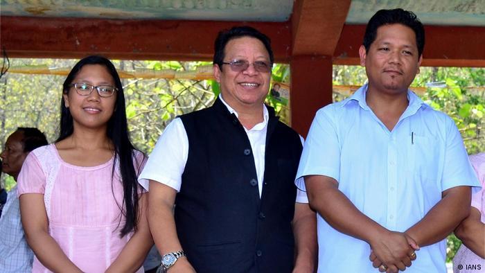 Conrad Sangma (R) und MP Agatha Sangma (IANS)