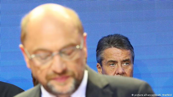 German elections: Martin Schulz and Sigmar Gabriel (picture-alliance/dpa/K. Nietfeld)