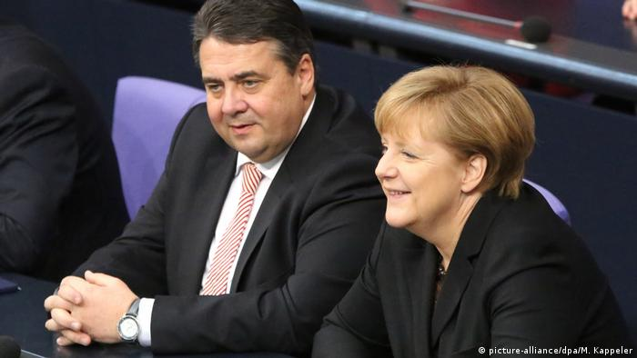 Sigmar Gabriel and Angela Merkel (picture-alliance/dpa/M. Kappeler)