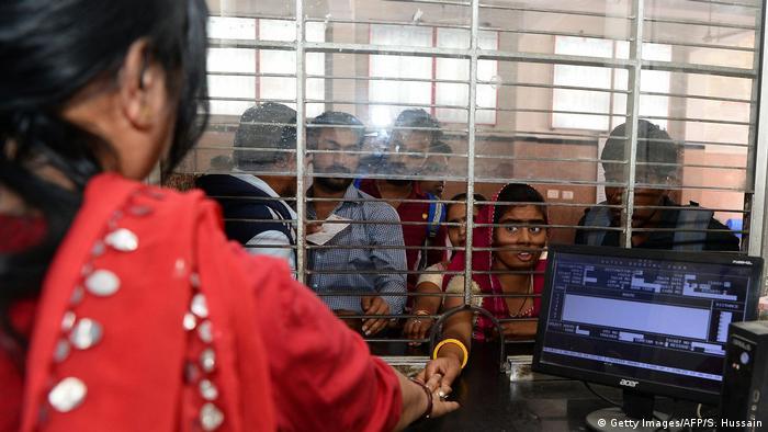 Indien Jaipur Berufstätige Frauen (Getty Images/AFP/S. Hussain)