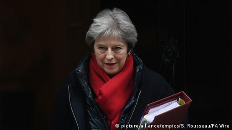 Theresa May leaves 10 Downing Street in London (picture-alliance/empics/S. Rousseau/PA Wire)