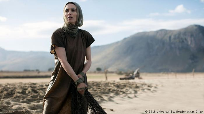 Film still shows 'Mary Magdalene' in a desert (2018 Universal Studios/Jonathan Olley)