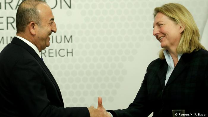 Österreich Wien Außenministerin Kneissl und Außenminister Cavusoglu Türkei (Reuters/H.-P. Bader)