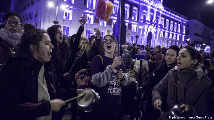 A midnight rally in Madrid (picture-alliance/ZumaPress)