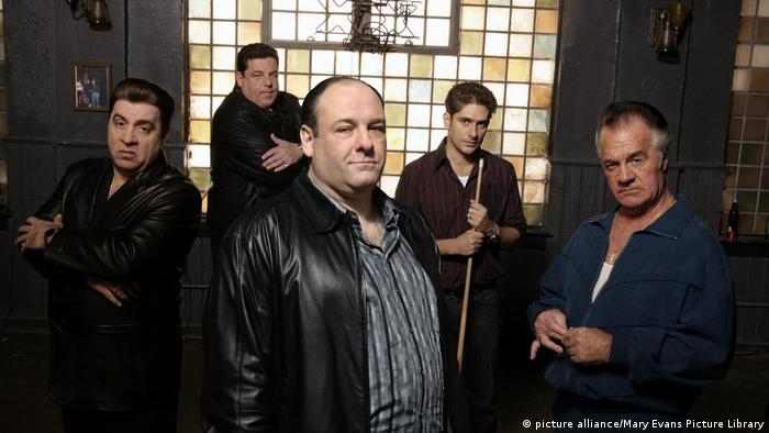 Scene from The Sopranos, five men look into camera (picture alliance/Mary Evans Picture Library)