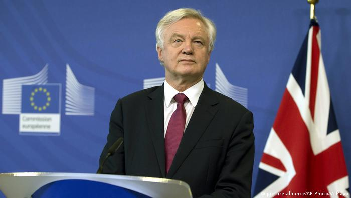 David Davis speaking at a press conference in Brussels on June 19, 2017 (picture-alliance/AP Photo/V: Mayo)