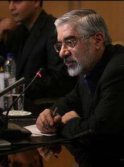 میرحسین موسوی: «امکان حضور در میان مردم یا هرنوع ارتباط و گفتگو با آنان از من سلب گردیده»