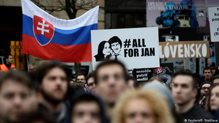 Після вбивства журналіста Яна Куціяка в лютому 2018 року в Словаччині десятки тисяч людей вийшли на вулиці