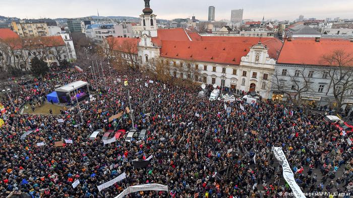 Slovak president urges government shakeup in wake of murder of journalist
