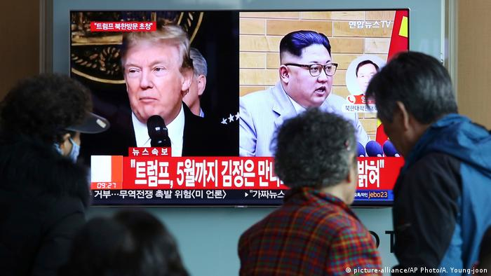Südkorea Donald Trump und Kim Jong Un im TV in Seoul (picture-alliance/AP Photo/A. Young-joon)