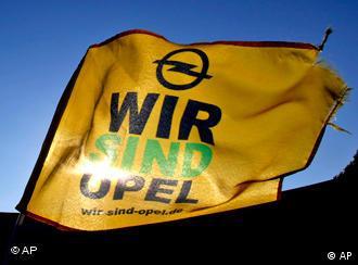 Opel-Fahne mit der Aufschrift 'Wir sind Opel' (Foto: AP)