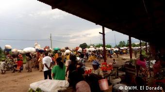 Nombreux sont les réfugiés burundais dans des camps dans les pays voisins (DW/M. El Dorado)