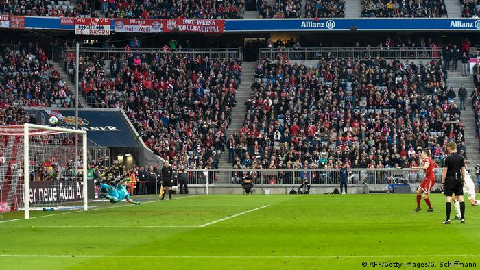 Fußball Bundesliga Bayern München HSV (AFP/Getty Images/G. Schiffmann)