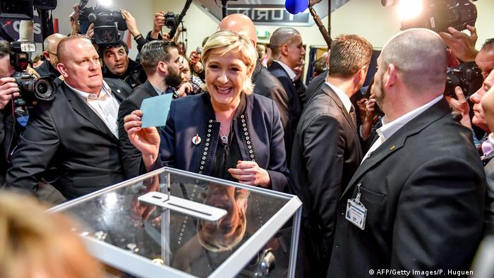 Parteitag Front National in Lille (AFP/Getty Images/P. Huguen )