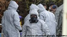 UK | Nervengiftattentat auf Sergei Skripal - Ermittler in Schutzkleidung