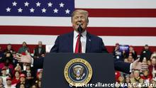 Trump holding speech at a rally in Pennsylvania (picture-alliance/dpa/AP/C. Kaster)