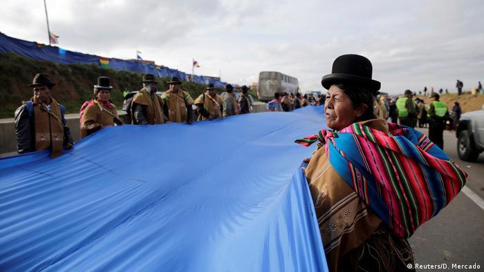 Bolivien 200km lange Flagge | Protest für Zugang zum Meer (Reuters/D. Mercado)