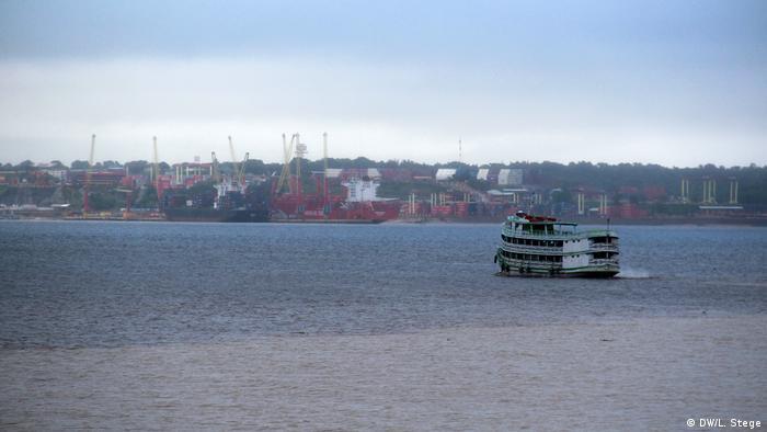 Reportage Flussfahrt auf dem Amazonas (DW/L. Stege)