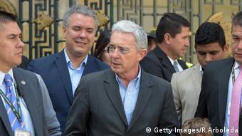 Álvaro Uribe e Iván Duque, a sus espaldas