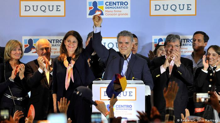 Iván Duque, candidato à presidência pelo Centro Democrático, comemora o resultado das eleições