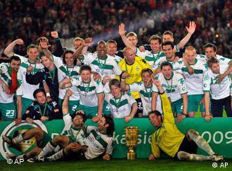Noch dabei: Pokalverteidiger Werder Bremen. (Foto: AP)